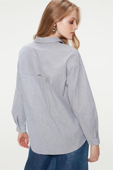 Camisa-com-Estampa-de-Listras-Feminina-Costas--