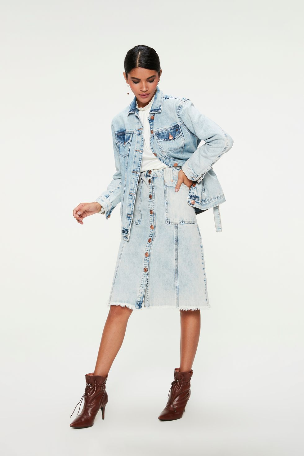 Saia-Jeans-Azul-Claro-Midi-de-Botoes-Frente--