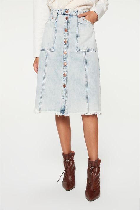 Saia-Jeans-Azul-Claro-Midi-de-Botoes-Detalhe--