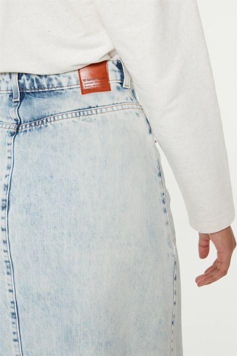 Saia-Jeans-Azul-Claro-Midi-de-Botoes-Detalhe-2--