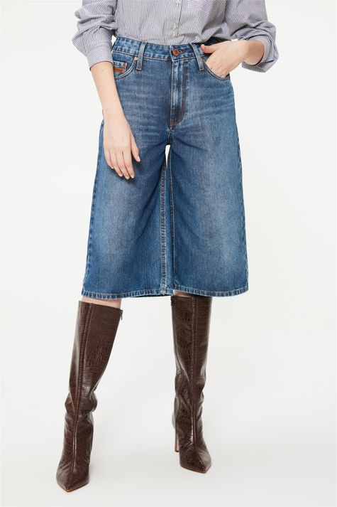 Bermuda-Jeans-Solta-com-Cintura-Alta-Detalhe--