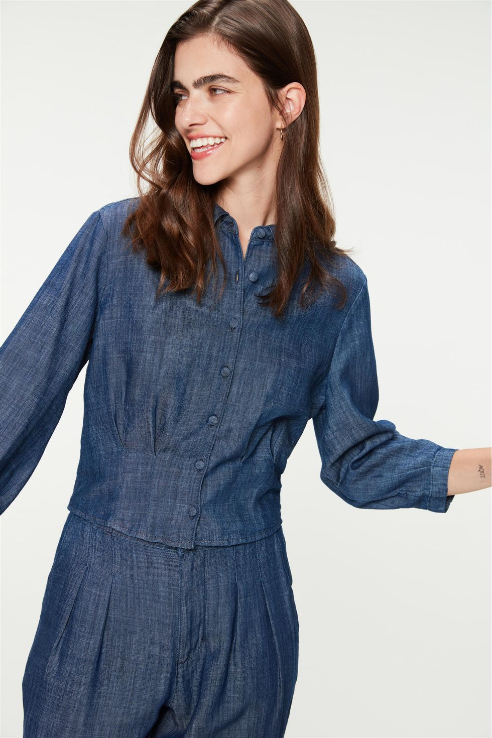 Camisa-Jeans-Mangas-Bufantes-e-Pregas-Frente--