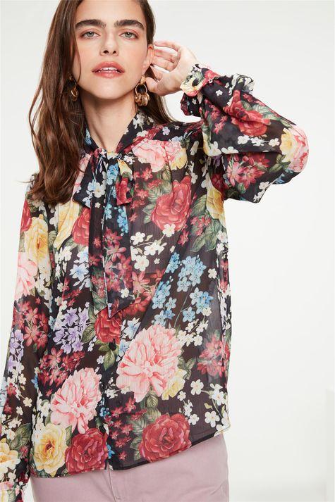 Camisa-com-Transparencia-Estampa-Floral-Detalhe--
