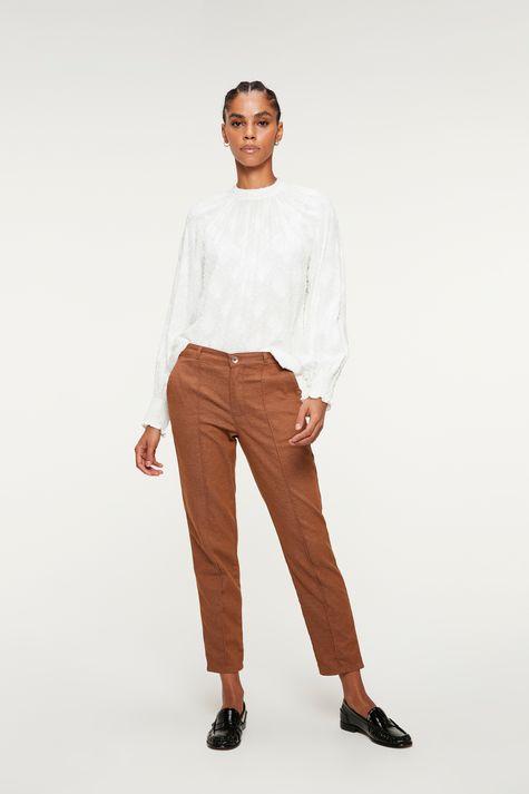 Blusa-Franzida-no-Decote-com-Textura-Detalhe-1--