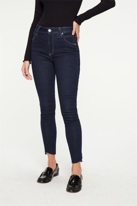 Calca-Jeans-Jegging-Barra-Assimetrica-Detalhe-3--