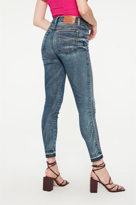 Calca-Jeans-Azul-Medio-Barra-Desfeita-Costas--