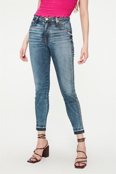 Calca-Jeans-Azul-Medio-Barra-Desfeita-Detalhe--