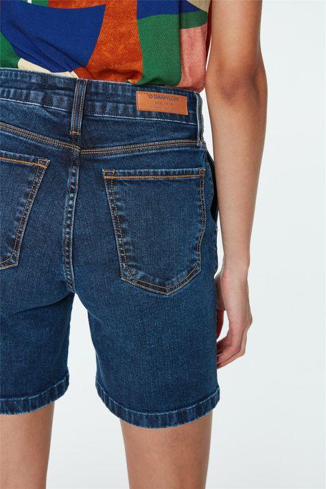 Bermuda-Jeans-Cintura-Alta-com-Pregas-Detalhe-1--