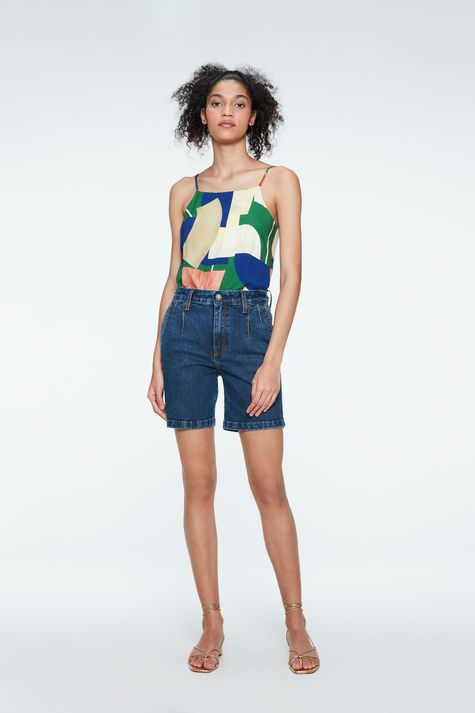 Bermuda-Jeans-Cintura-Alta-com-Pregas-Detalhe-2--