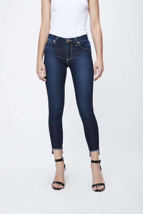 Calca-Jeans-Escuro-com-Barra-Assimetrica-Frente-1--