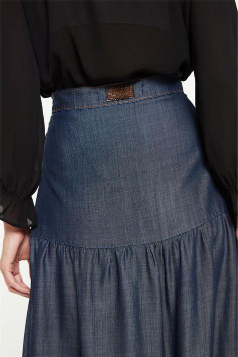 Saia-Jeans-Longa-com-Recortes-e-Fenda-Detalhe-1--