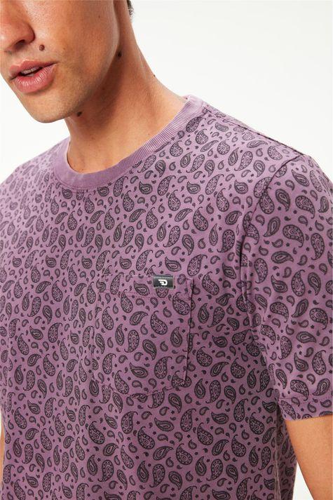 Camiseta-com-Estampa-Paisley-Masculina-Detalhe--