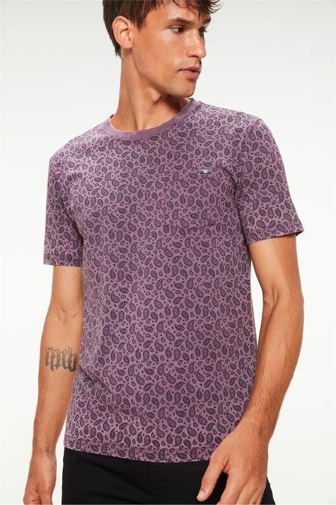 Camiseta-com-Estampa-Paisley-Masculina-Detalhe-1--