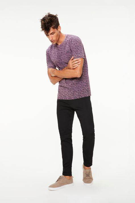Camiseta-com-Estampa-Paisley-Masculina-Detalhe-2--