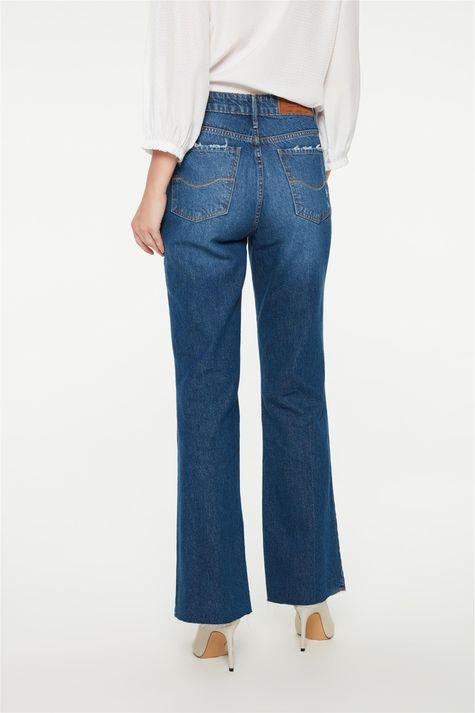 Calca-Jeans-Reta-com-Rasgos-Cintura-Alta-Costas--