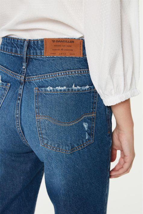 Calca-Jeans-Reta-com-Rasgos-Cintura-Alta-Detalhe-1--