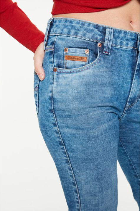 Calca-Jeans-Azul-Medio-Reta-Cintura-Alta-Detalhe-1--