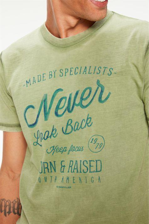 Camiseta-Tingida-Estampa-Never-Look-Back-Detalhe--