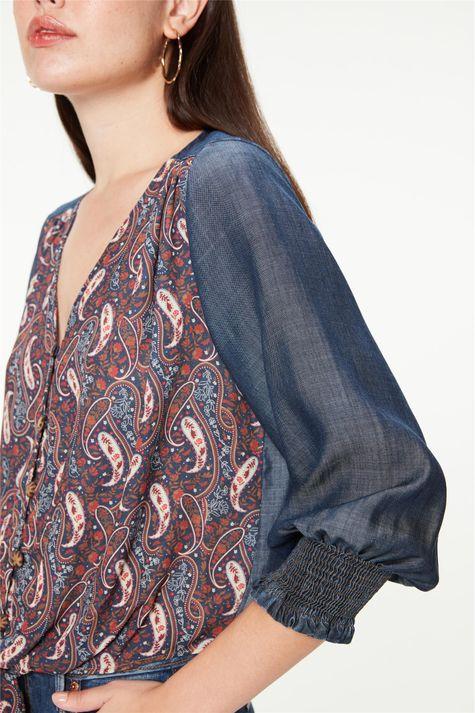 Blusa-Jeans-Mangas-3-4-Estampa-Paisley-Detalhe--