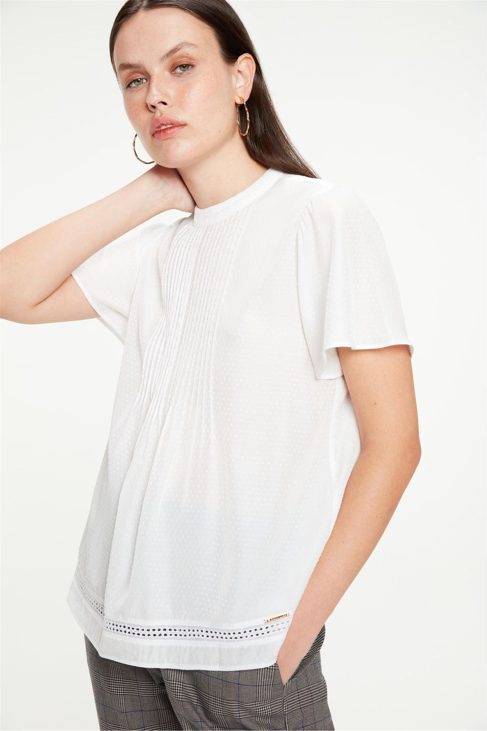Blusa-Solta-com-Nervuras-Textura-de-Poa-Frente--