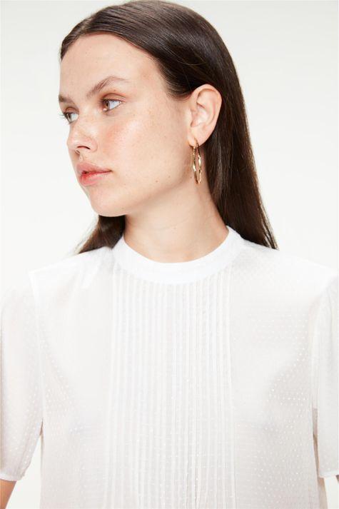 Blusa-Solta-com-Nervuras-Textura-de-Poa-Detalhe--