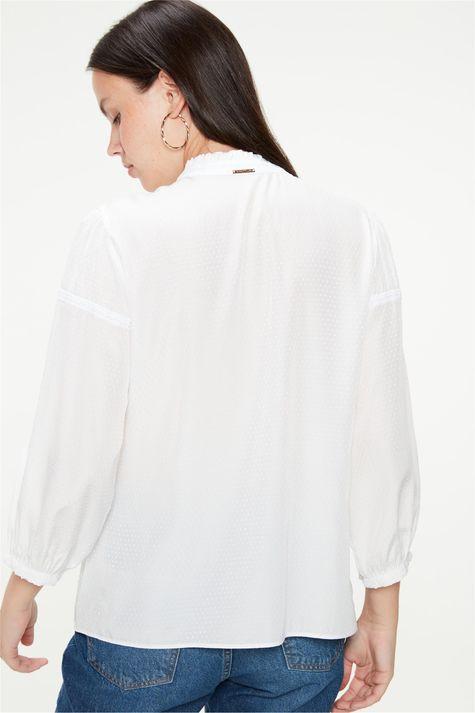 Blusa-Romantica-com-Textura-de-Poa-Costas--