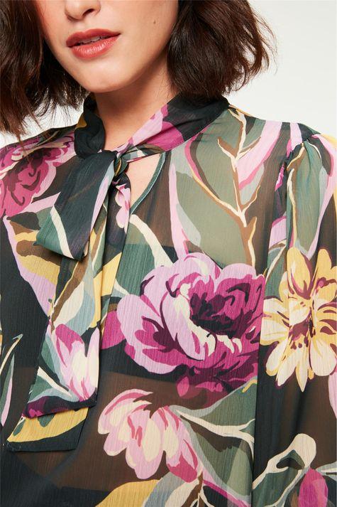 Blusa-com-Transparência-e-Estampa-Floral-Detalhe--
