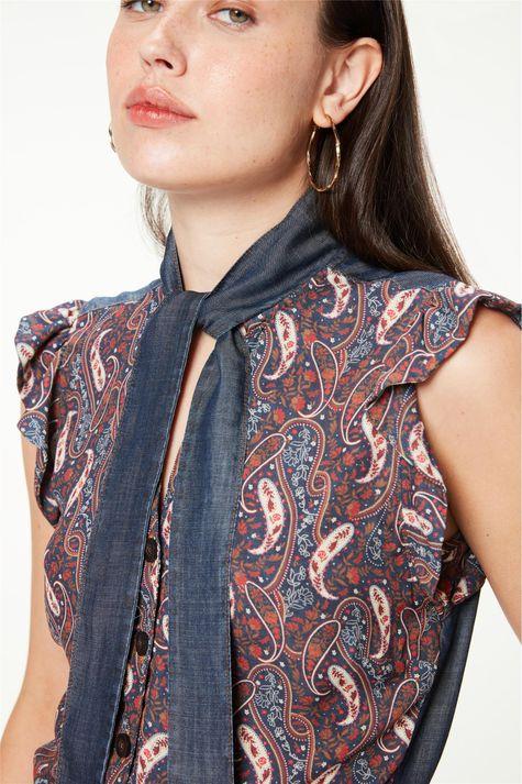 Camisa-com-Babados-e-Estampa-Paisley-Detalhe--