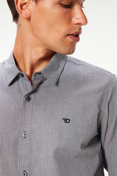 Camisa-Manga-Longa-com-Estampa-Xadrez-Detalhe--