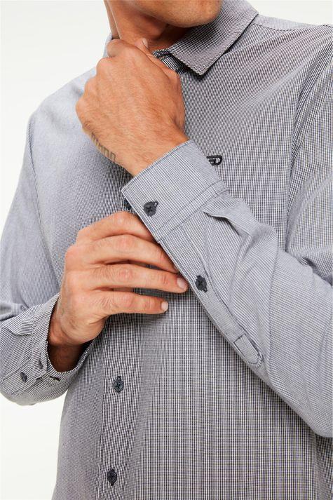 Camisa-Manga-Longa-com-Estampa-Xadrez-Detalhe-1--