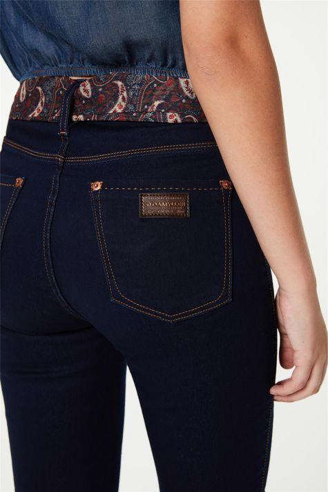 Calca-Jeans-Jegging-com-Lenco-Paisley-Detalhe-1--