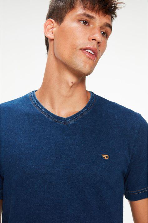 Camiseta-de-Malha-Denim-Masculina-Detalhe--