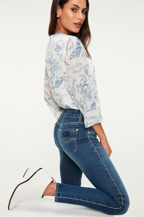 Calca-Jeans-Jegging-com-Vies-na-Lateral-Frente--