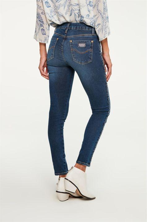 Calca-Jeans-Jegging-com-Vies-na-Lateral-Detalhe--