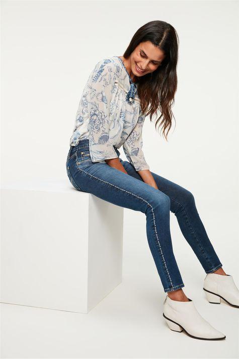 Calca-Jeans-Jegging-com-Vies-na-Lateral-Detalhe-2--