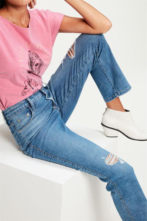 Calca-Jeans-Reta-Cropped-com-Destroyed-Detalhe-2--