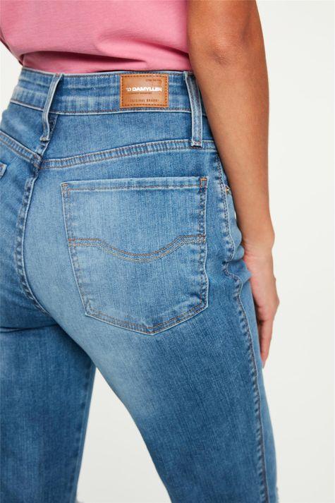 Calca-Jeans-Reta-Cropped-com-Destroyed-Detalhe-1--
