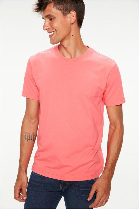 Camiseta-Estampa-nos-Ombros-Masculina-Frente--