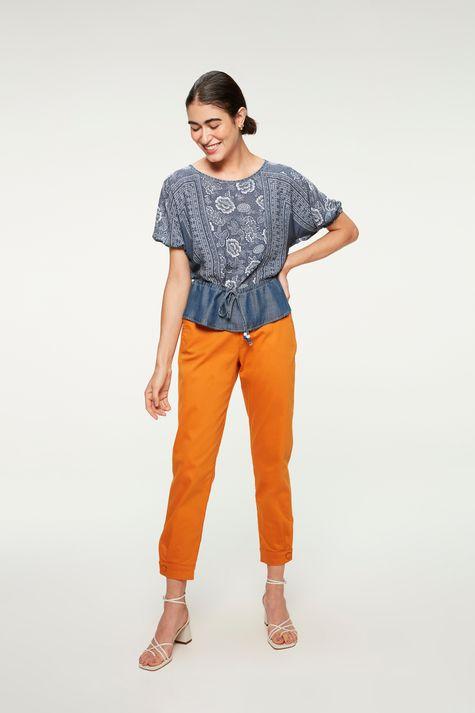 Blusa-Jeans-Franzida-com-Estampa-Floral-Detalhe-2--