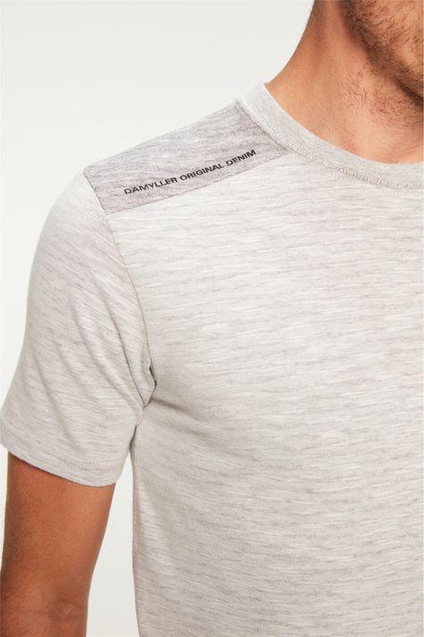 Camiseta-com-Recortes-nos-Ombros-Detalhe--