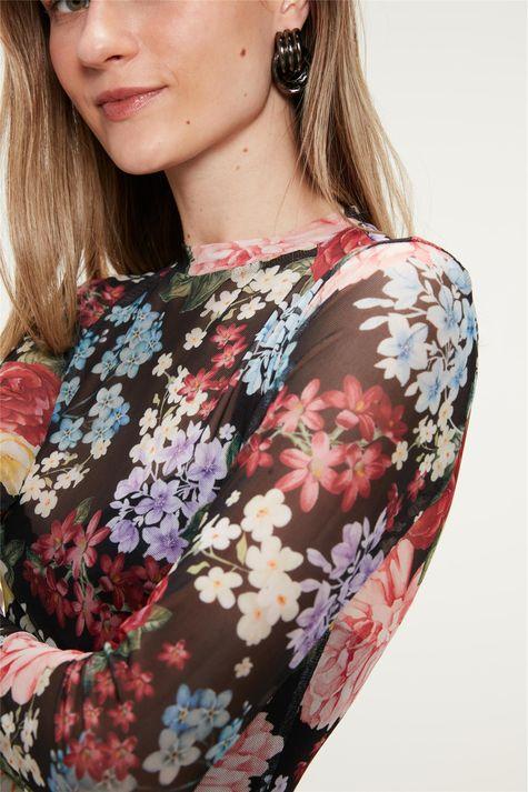 Blusa-de-Tule-com-Estampa-de-Flores-Detalhe--