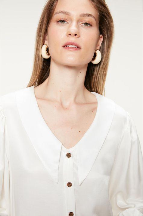 Camisa-com-Maxi-Golas-e-Mangas-Bufantes-Detalhe--