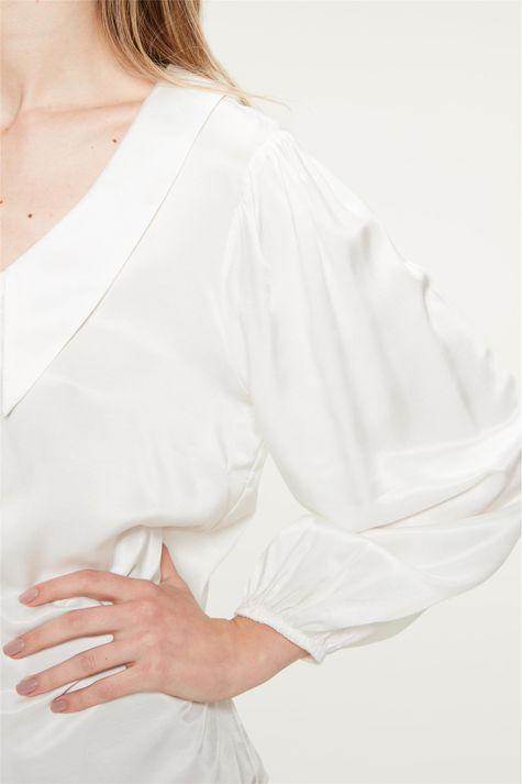 Camisa-com-Maxi-Golas-e-Mangas-Bufantes-Detalhe-1--