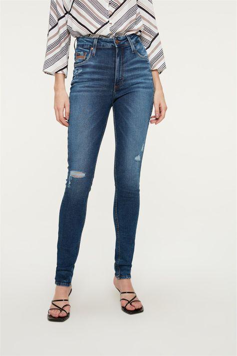 Calca-Jeans-Escuro-Skinny-com-Marcacoes-Detalhe--