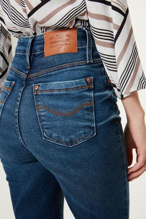 Calca-Jeans-Escuro-Skinny-com-Marcacoes-Detalhe-2--