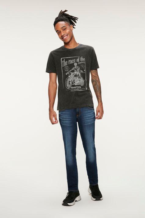 Camiseta-com-Estampa-de-Motocicleta-Detalhe-1--
