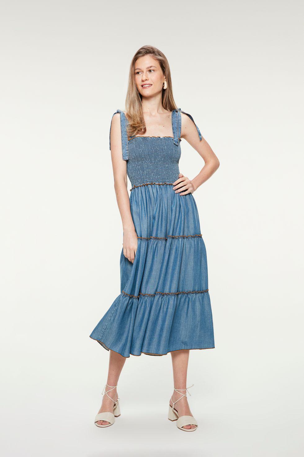 Vestido-Jeans-Claro-Midi-com-Recortes-Frente--