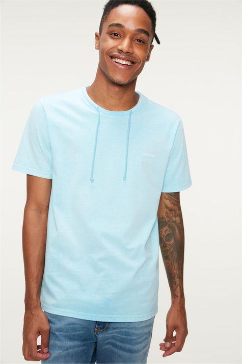 Camiseta-Lisa-com-Cordao-Masculina-Detalhe-1--