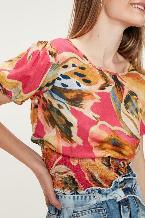 Blusa-Lastex-na-Cintura-Estampa-Floral-Detalhe--
