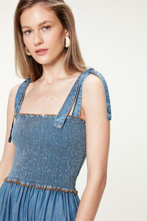 Vestido-Jeans-Claro-Midi-com-Recortes-Detalhe--